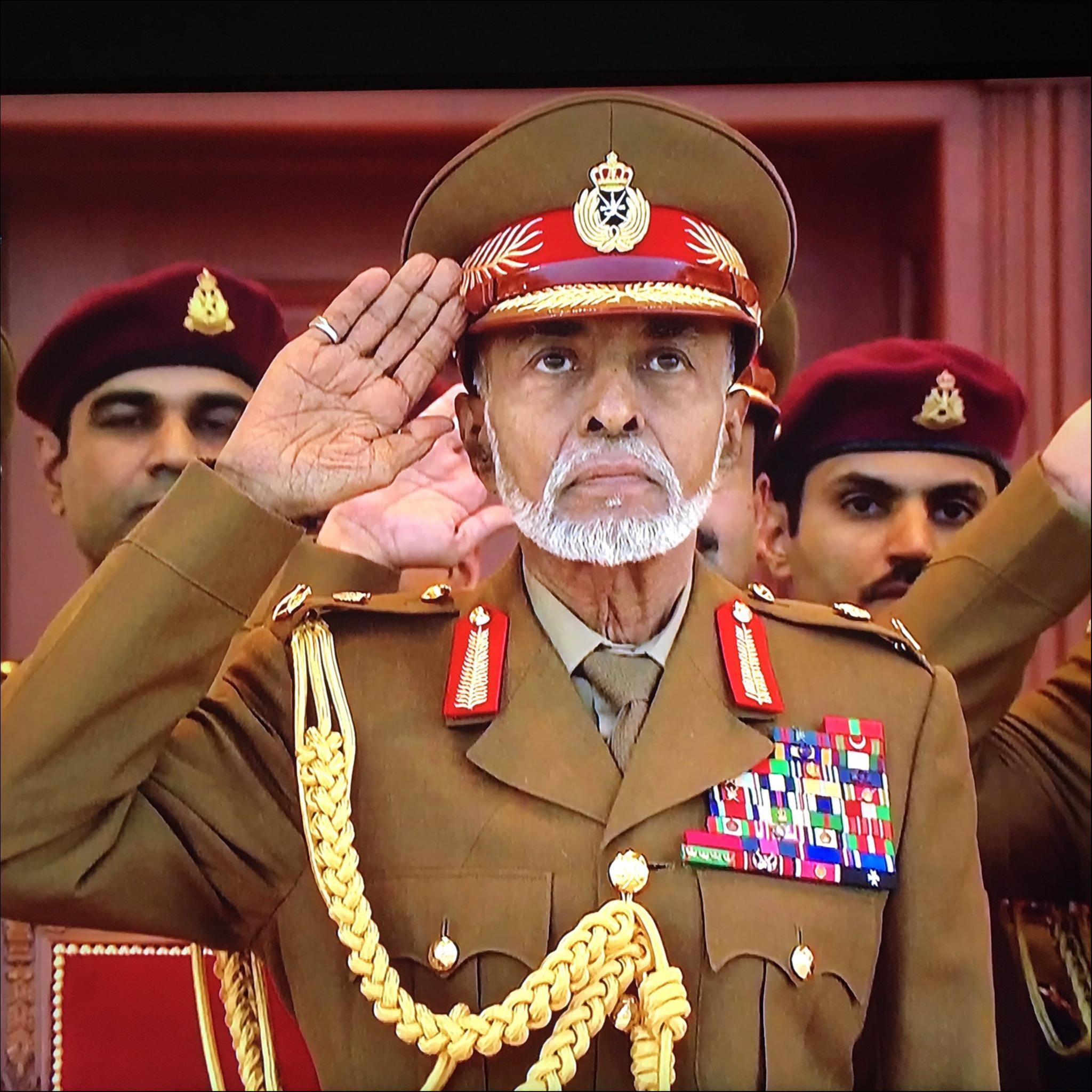 العميد الركن / سعيد بخيت تبوك لحظة استأذان جلالته لبدأ العرض العسكري