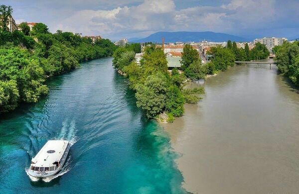 إلتقاء نهر الرون مع نهر آرف بسويسرا