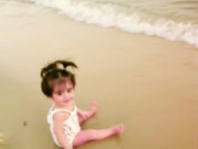 •ما أجمل الطفولة تجد في ابتسامتهم البراءة وفي تعاملاتهم البساطة لا يحقدون ولا يحسدون وإن أصابهم مكروه لا يتذمرون
