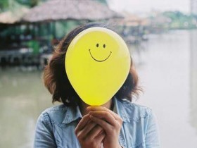 ابتسم تبتسملك لحياه