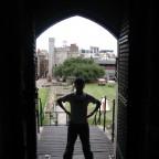 على بوابة من بوابات قلعة كاردف