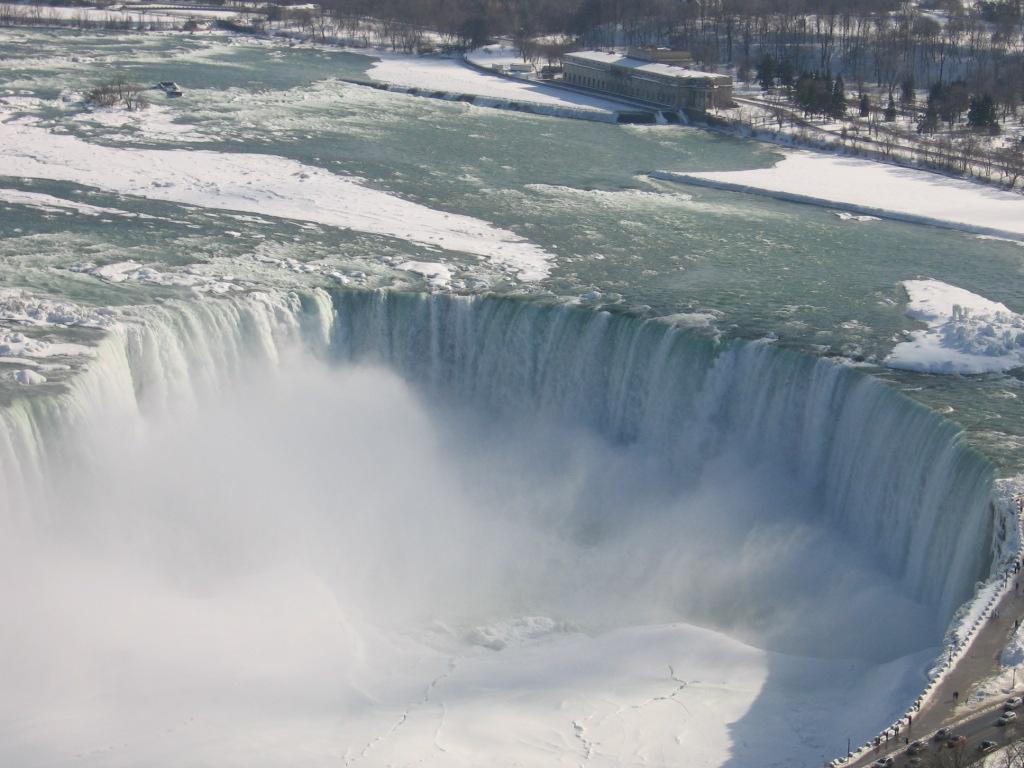 2-Canadian_Horseshoe_Falls
