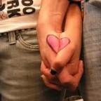 نظرة عيونك كلها حب وغرام ولمسة يدك كلها شوق وحنان