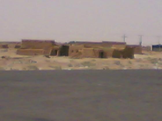 بيوت طينية في صحراء السعودية