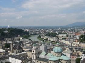 النهر الي قسم المدينه قسمين سالزبرج